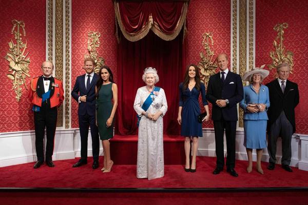 Теперь фигуры Меган и Гарри будут стоять отдельно от других членов королевской семьи
