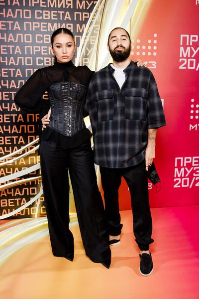 Мот с женой