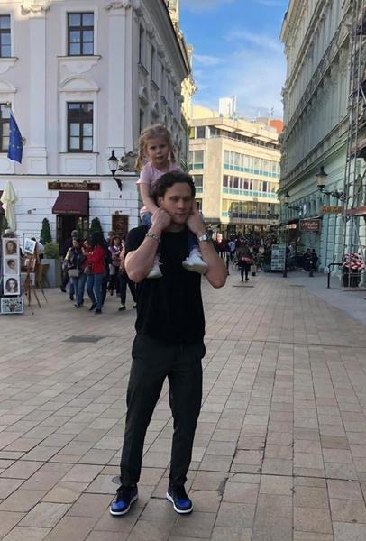 Никита Зайцев забрал у жены двоих дочерей
