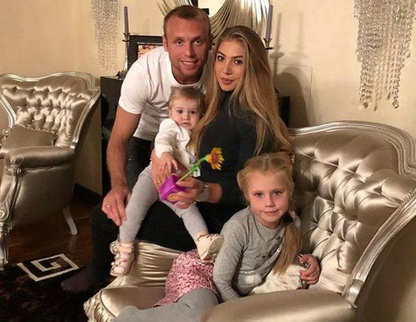 Глушаков и Дарья давно в разводе, но продолжают судиться