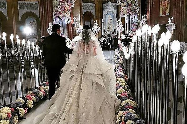Перед шикарным праздником влюбленные обвенчались в армянской церкви