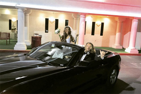 Со свадьбы новобрачные уезжали на этом шикарном авто