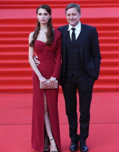 Артем Михалков с девушкой Полиной Лебедевой