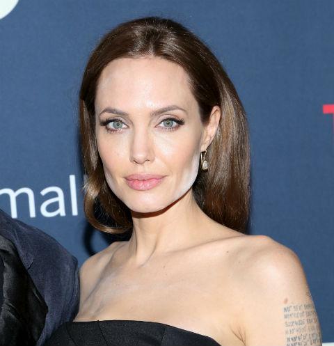 Анджелина Джоли увлеклась саморазрушением