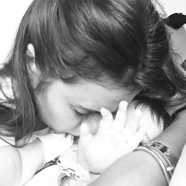 «Пожалуйста, не снимайте!», - прокомментировала фото с дочкой Вика Крутая