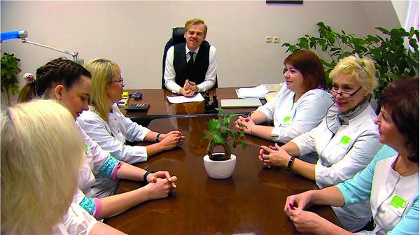 Поначалу медсестры отнеслись к идее скептически, а когда узнали, что уже разосланы письма, стали просить приглашение