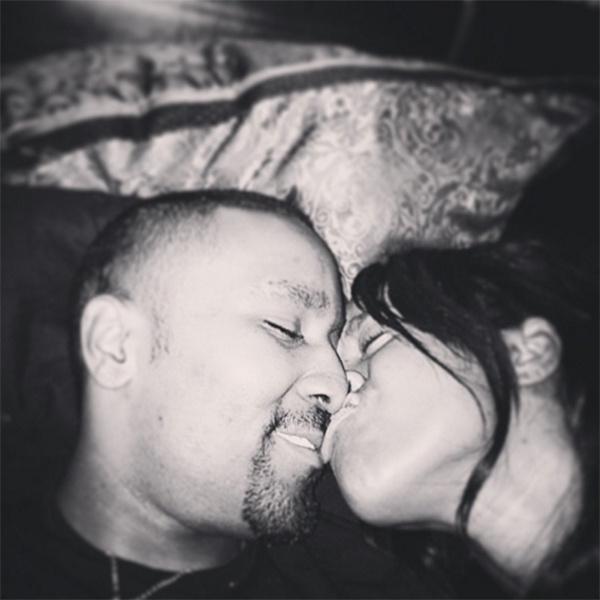 «Люблю тебя, мистер Гордон», - подписала совместное фото с мужем в своем микроблоге Бобби Браун