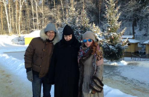 Мы с монахиней Магдалиной и подругой Ириной обошли весь монастырь