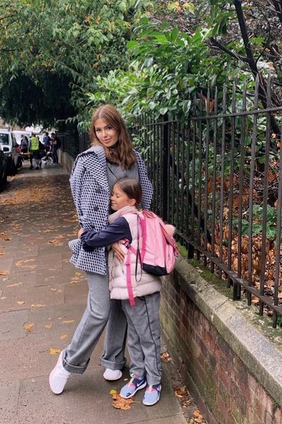 Виктория переехала в Англию вместе с дочерью