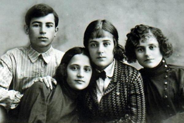Марина Ладынина была старшим ребенком в семье