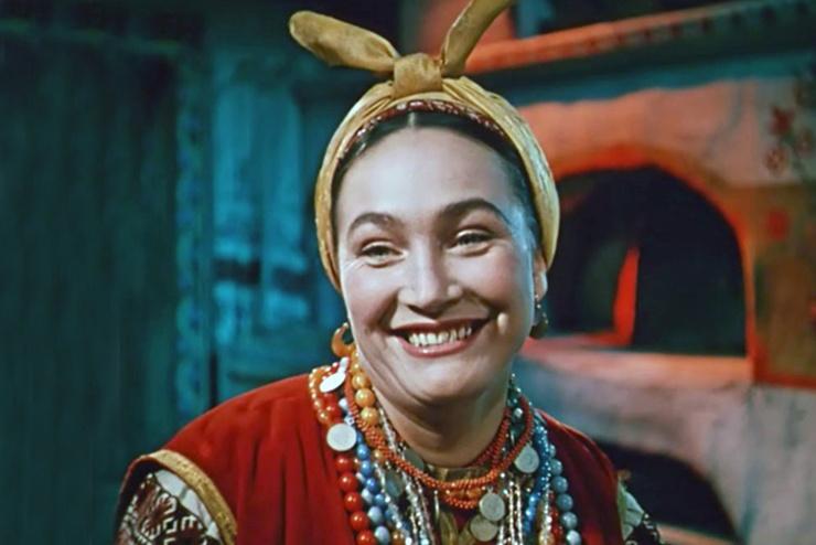 Горбинку на носу Хитяева заработала на съемках сказки