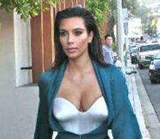 Ким Кардашьян собирается усыновить сироту из Таиланда