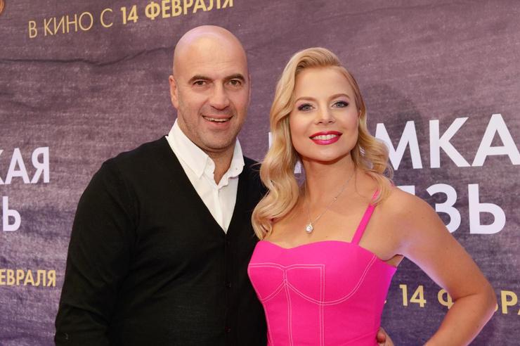 Артист с возлюбленной Ольгой Рыжковой