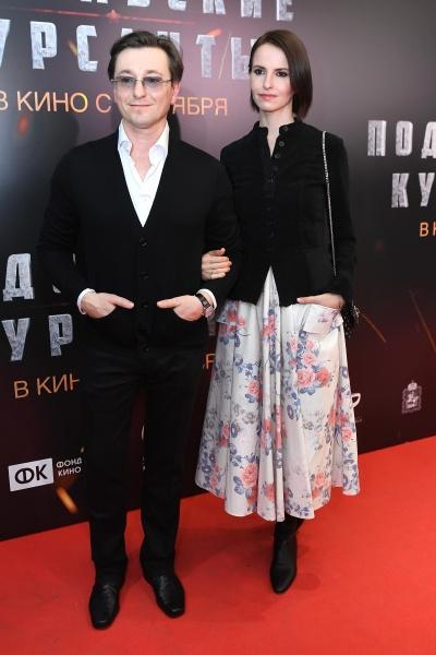 Джаник Файзиев с Ивановой и Муцениеце в одиночестве: звезды на премьере фильма в Москве