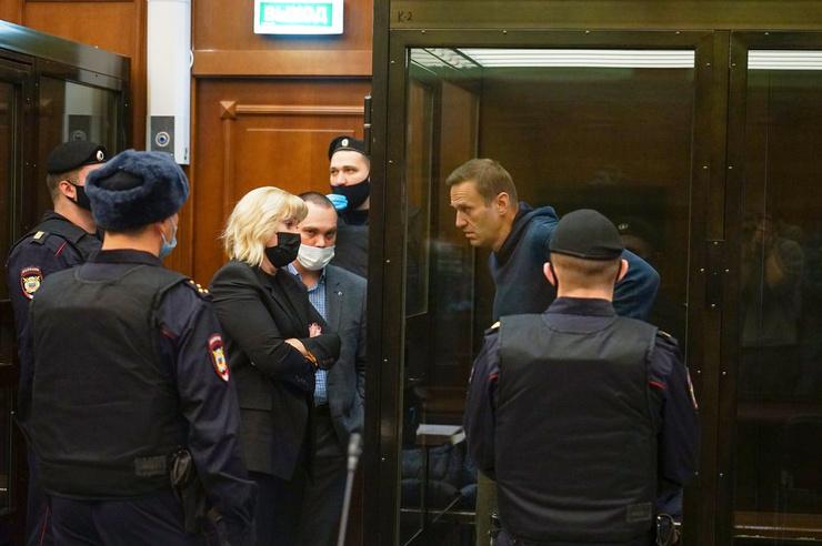 После приезда в Россию Навального сразу арестовали.