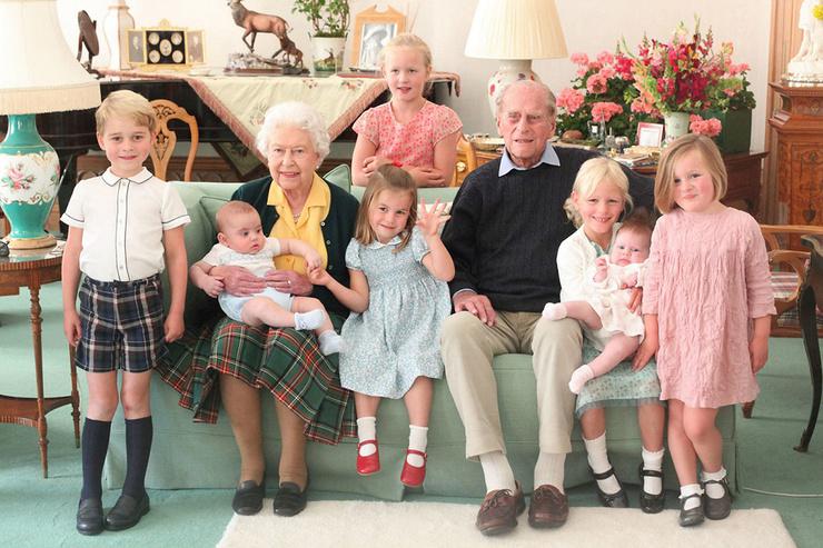 Луи - один из самых молодых членов королевской семьи.