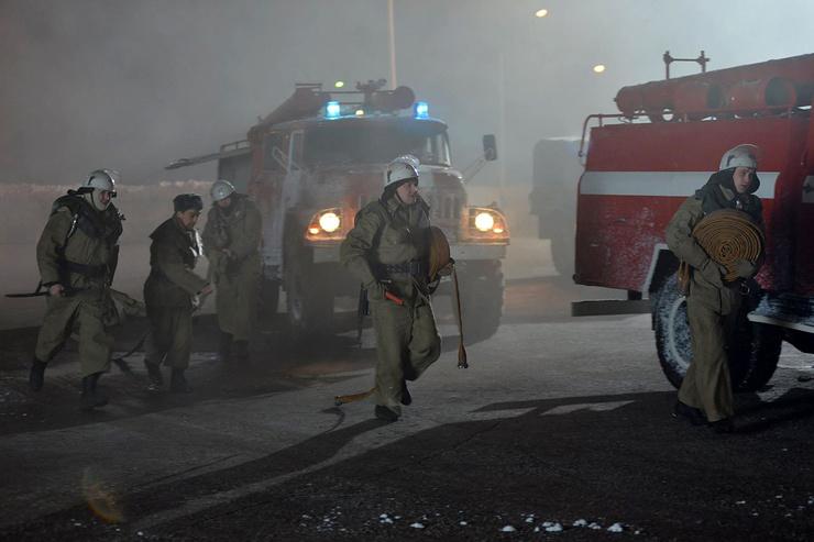 Уже в 21:33 пожарные тушили гостиницу
