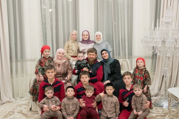 Ramzan Kadyrov with his wife Medni and all the children