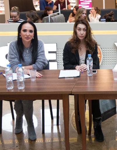 Дизайнер Анастасия Задорина и fashion-редактор журнала StarHit Марина Саяхова