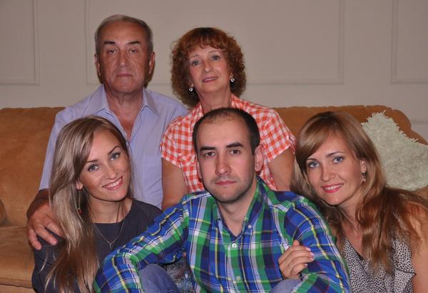 В августе 2015-го Александр Гавриков в последний раз сфотографировался с семьей