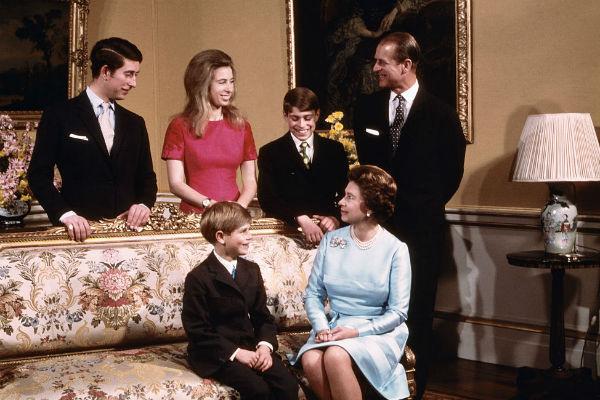 Елизавета II всегда старалась совместить материнство и королевские обязанности