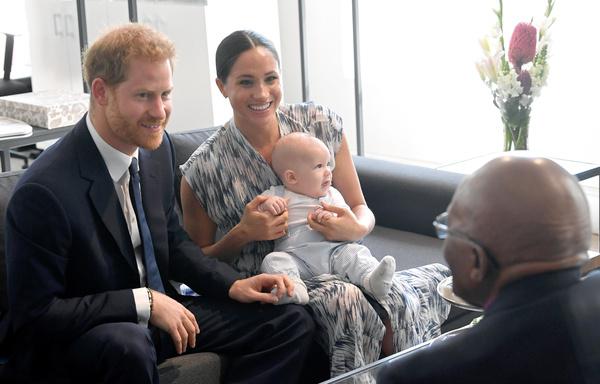 Супруги взяли сына в тур по Африке
