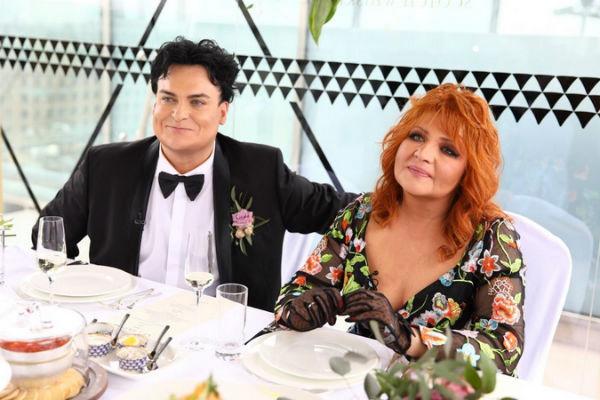 Юлиан и Анастасия за праздничным столом