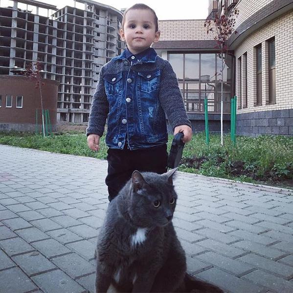 Маленький Роберт на прогулке