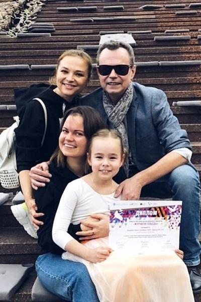 Виктория хорошо общается со второй женой отца и сестрой