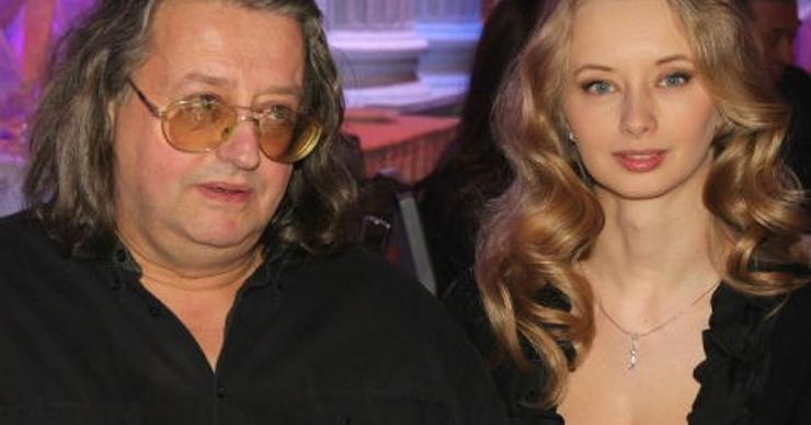 «Совести у нее нет, так издеваться над стариком в постели»: блогер Лена Миро осудила жену Александра Градского