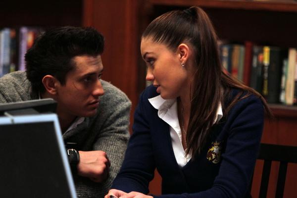 В сериале «Закрытая школа» у персонажей Прилучного и Муцениеце тоже был роман