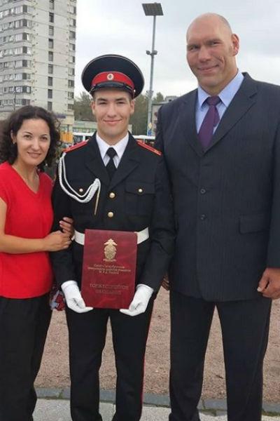 Григорий Валуев с родителями после присяги в Суворовском училище