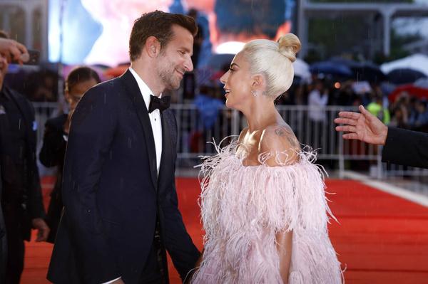 Кажется Брэдли и Гага не скрывают своих чувств