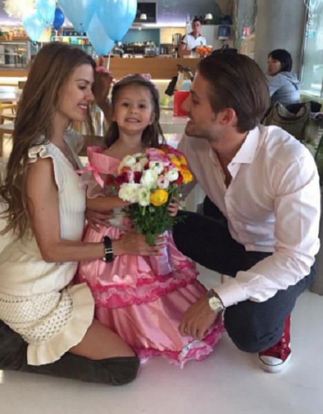 Боня и Смерфит с общей дочерью Анджелиной