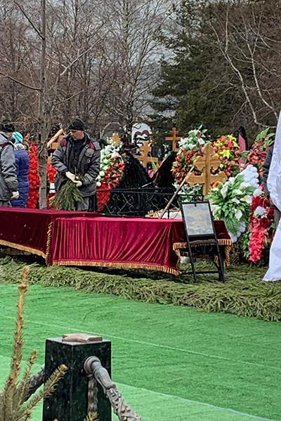Артистка похоронена на Троекуровском кладбище на участке №17