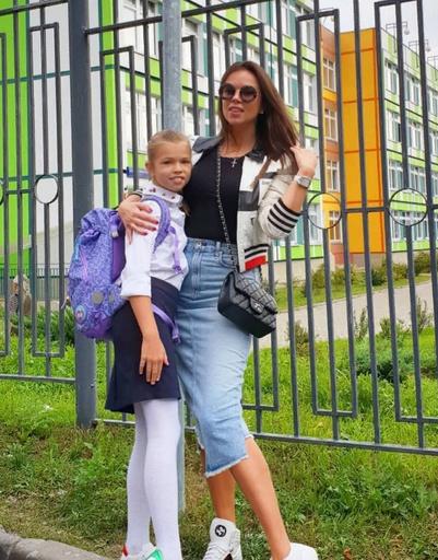 Экс-супруга Дмитрия Тарасова с дочерью Ангелиной