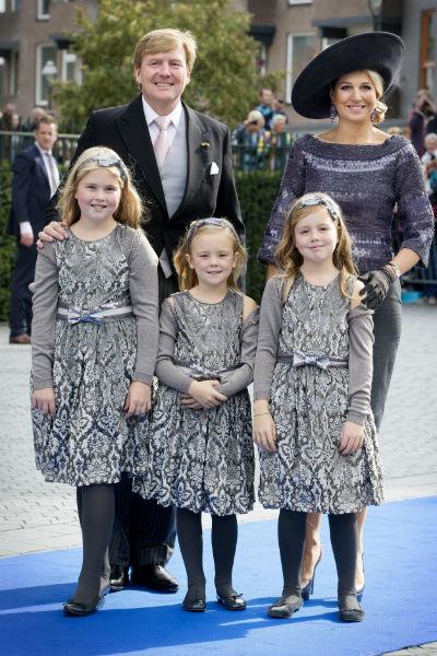 Король Виллем-Александр с женой и дочерьми