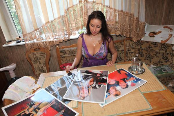 Перебирая  архивные  фото, Таня  мечтает снова  вернуться на  сцену