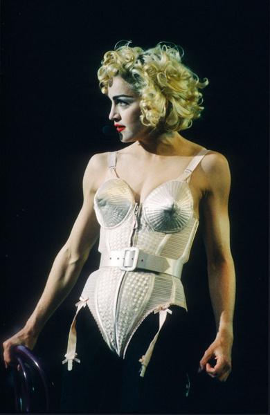 Оля почти повторила легендарный образ Мадонны