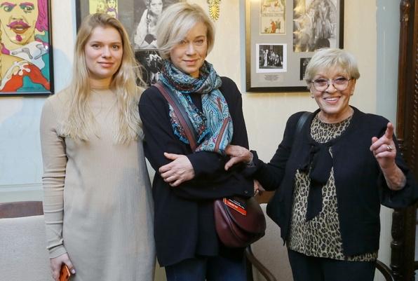 Алиса Фрейндлих с дочерью Варварой и внучкой Анной