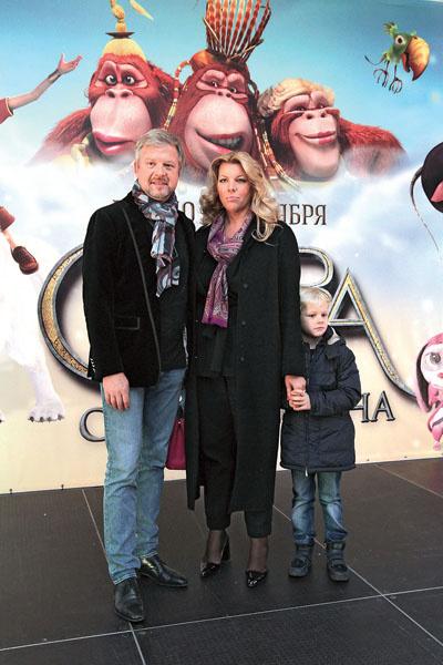 Телеведущий с супругой Светланой и сыном Эйнером, 2015 год