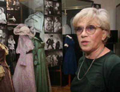 Алиса Фрейндлих показала личные вещи семьи