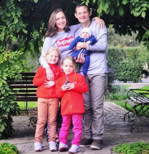 Мария Круглыхина с семьей
