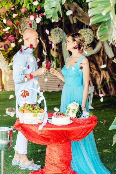С детства Саша мечтала о пышной свадьбе, но когда стала взрослой, поняла, что хотела бы провести этот день только с любимым