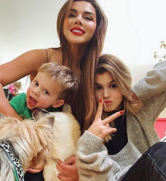 Анна Седокова с семьей