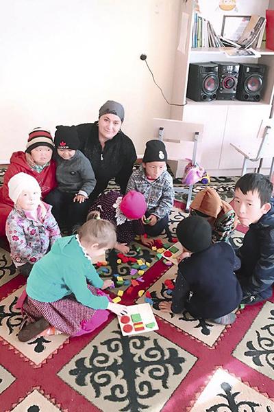Мать исполнила желание умершей  дочери и теперь помогает детям- инвалидам