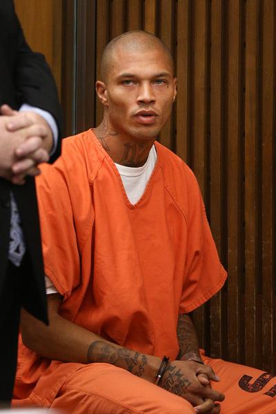 «Самый красивый преступник» Джереми Микс: отсидевший в тюрьме сын убийцы и наркоманки стал звездой фэшн-индустрии
