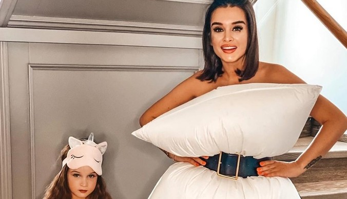 Подушка вместо платья: Бородина, Орлова, Потемкина поддержали новый челлендж