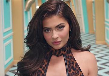 Голые попы, тверк и Кайли Дженнер в сексуальном боди: новый клип Карди Би