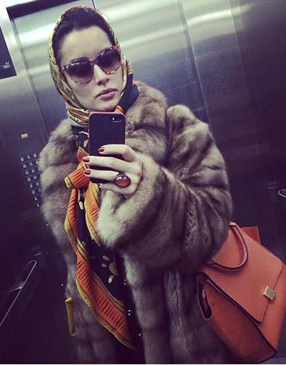 Тина Канделаки с гордостью демонстрирует свой новый лифтолук